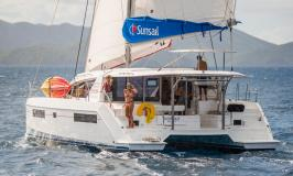 Sunsail 404 catamaran en navigation